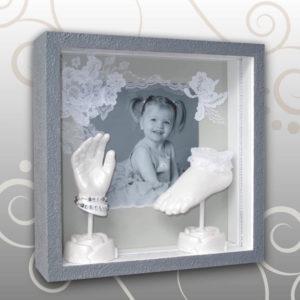 Handabdruck-Fußabdruck Kind, grau, weiße Spitze,  Ivana Irmscher Be happy Gipsabdruck Fürth