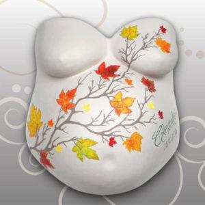 Babybauch-Gipsabdruck-Ahornblaetter
