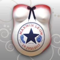 Babybauch-Gipsabdruck-Converse-Design
