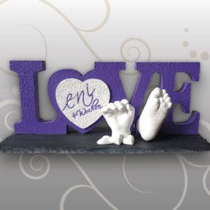 Hand-und-Fußabdruck-Leni-Buchstaben-LOVE
